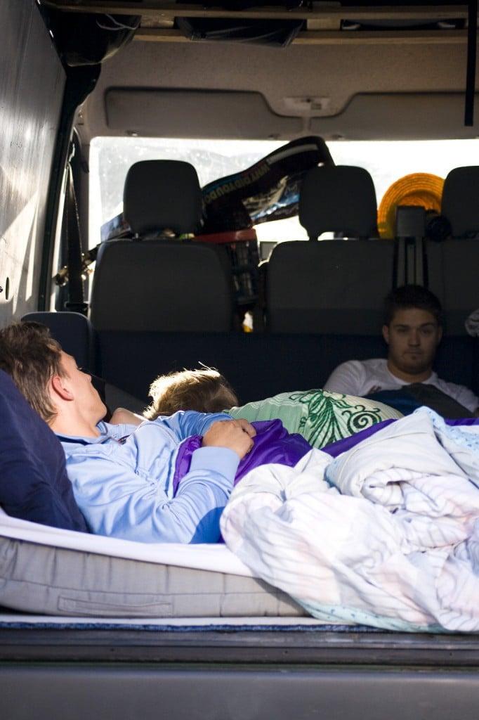 Schlafen im Bus - Erstes Aufwachen