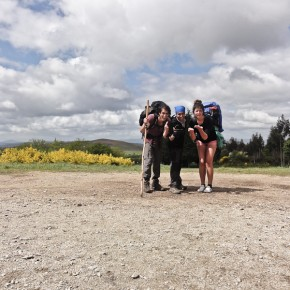 Manuel, Ella und ich 5KM vor Santiago de Compostela in Monte de Gozo (Berg der Freude)
