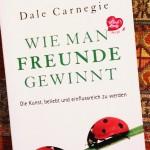 Gute Basics über menschliche Psyche und Motivationen hinter jedem handeln: Wie man Freunde gewinnt. Die Kunst, beliebt und einflussreich zu werden von Dale Carnegie